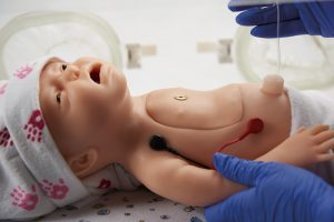 Baby C.H.A.R.L.I.E. Simulator zur neonatalen Wiederbelebung